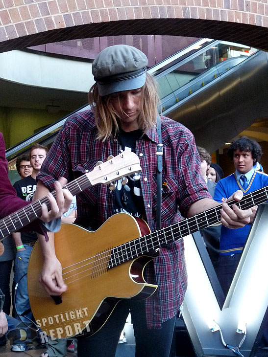 13the_vines_channelV_guerrilla_gig_sydney_2011