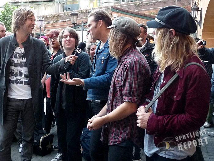 17the_vines_channelV_guerrilla_gig_sydney_2011